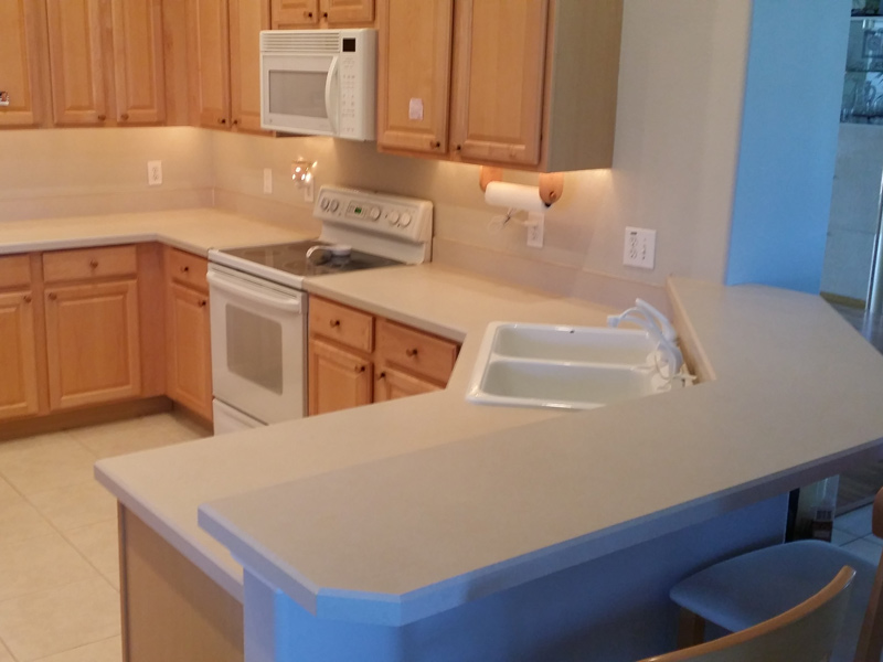 a white laminate kitchen counter in an Orlando home before refinishing